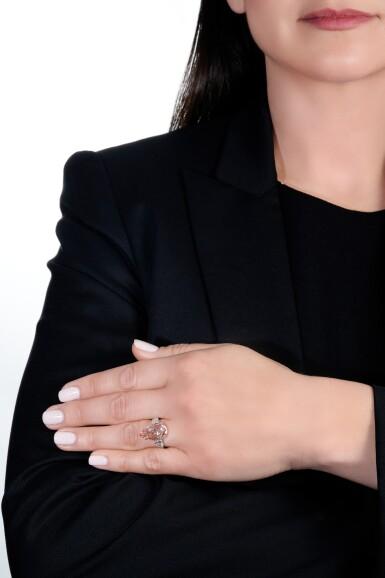View 5. Thumbnail of Lot 156. Rare fancy vivid orangy pink diamond ring | 艷彩橙粉紅色鑽石戒指.