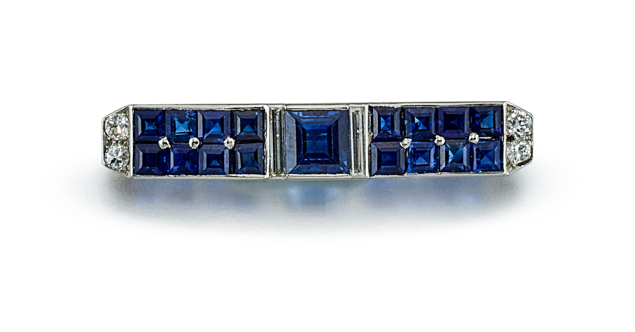 View full screen - View 1 of Lot 9165.  ART DECO SAPPHIRE AND DIAMOND BAR BROOCH, CARTIER | Art Deco 藍寶石 配 鑽石 別針, 卡地亞(Cartier).