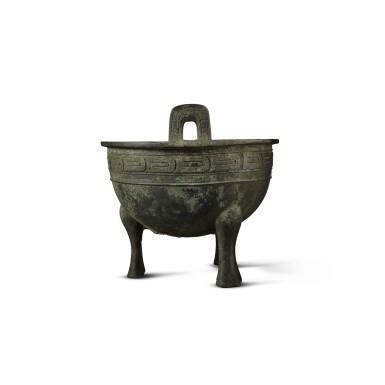 View 3. Thumbnail of Lot 27. An important archaic bronze ritual food vessel (Ding), Western Zhou dynasty, probably King Xuan period (c. 827- c. 782 BC) | 西周 或宣王時期(約公元前827-782年) 仲義父作新客鼎.