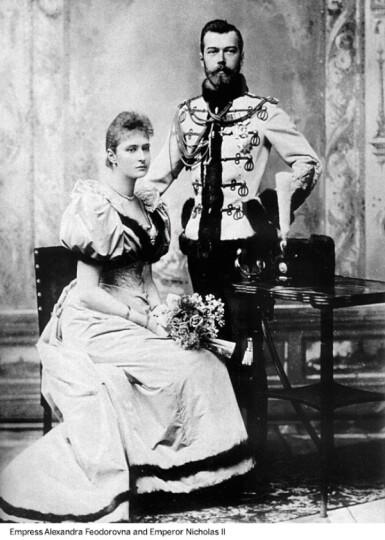 View 8. Thumbnail of Lot 290. A Fabergé Imperial two-colour gold-mounted guilloché enamel cigarette case, workmaster Michael Perchin, St Petersburg, 1899-1903.