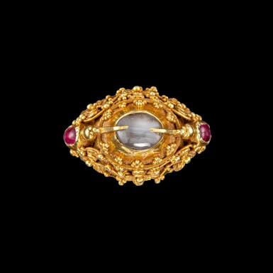 View 1. Thumbnail of Lot 1018. A gem-set gold 'flower and bird' priest's ring Bali, Indonesia, 19th - early 20th century   十九至二十世紀初 印尼峇里 金嵌寶花鳥紋戒指.