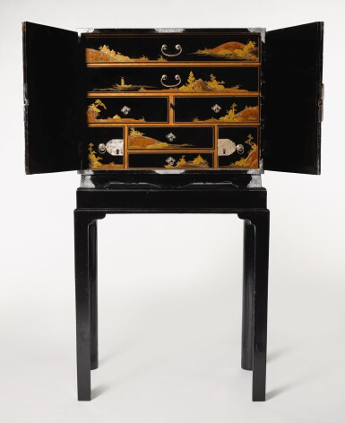 A FINE AND RARE LACQUER CABINET WITH SILVER MOUNTS, FORMERLY IN THE COLLECTION OF THE DUKES OF DEVONSHIRE, CHATSWORTH, EDO PERIOD, LATE 17TH CENTURY