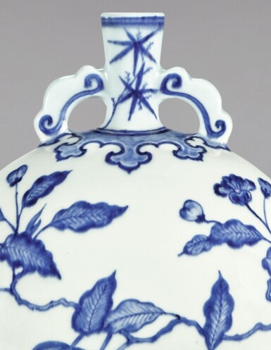 View 2. Thumbnail of Lot 11. A FINE BLUE AND WHITE MING-STYLE 'PERSIMMON' MOONFLASK, QING DYNASTY, YONGZHENG PERIOD | 清雍正 青花事事如意紋雙耳抱月瓶.