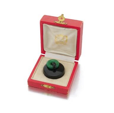 View 1. Thumbnail of Lot 23. Black enamel and adventurine quartz pill box (Porta pillole in smalto nero e quarzo avventurina).