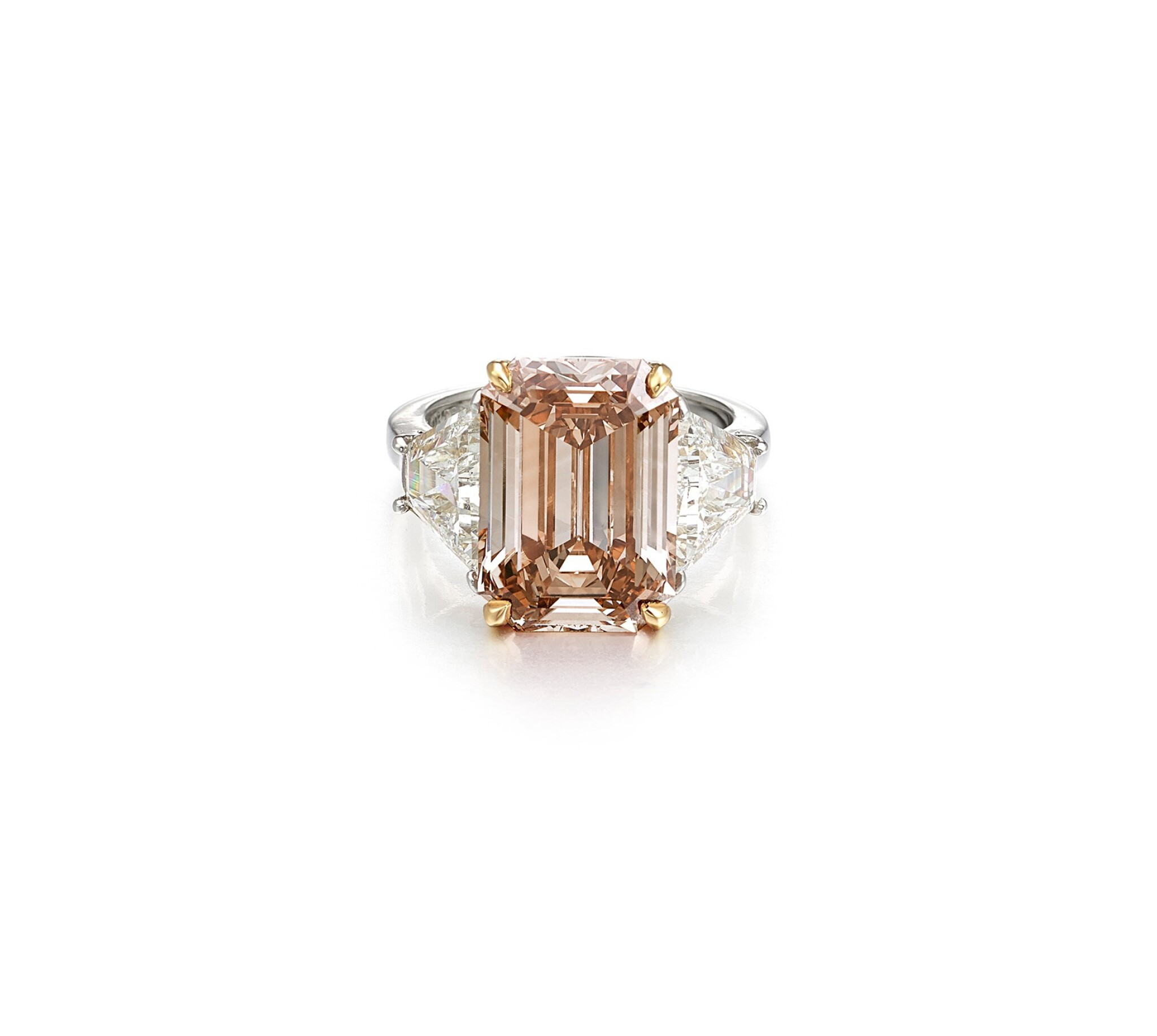 View full screen - View 1 of Lot 1636. BULGARI | FANCY DEEP BROWN-PINK DIAMOND AND DIAMOND RING | 寶格麗 | 8.50卡拉 深彩棕粉紅色 鑽石 配 鑽石 戒指.