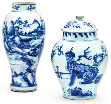 POTICHE COUVERTE EPOQUE TRANSITION, XVIIE SIÈCLE ET  VASE BALUSTRE EN PORCELAINE BLEU BLANC DYNASTIE QING, XVIIIE SIÈCLE  |十七世紀 青花瑞獸紋蓋罐 及 清十八世紀 青花山水紋觀音尊 | A blue and white 'lion' jar and cover, Transitional period, 17th century, and a blue and white baluster vase, Qing Dynasty, 18th century