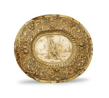 A GERMAN SILVER-GILT DISH, BY PETER RAHM, AUGSBURG, CIRCA 1701-1705 |  PLAT DE PRÉSENTATION EN VERMEIL, PAR PETER RAHM, AUGSBOURG, VERS 1701-1705