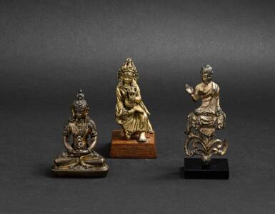 View 1. Thumbnail of Lot 31. Trois divinités en bronze et bronze doré Dynastie Qing et antérieure | 清及更早期 鎏金銅佛坐像 一組三尊 | A miniature bronze Amitayus, a Bodhisattva and a seated Buddha, Qing Dynasty and earlier.