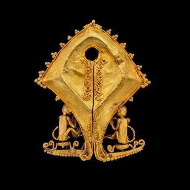 View 3. Thumbnail of Lot 1027. A gold 'monkey' mamuli ear ornament or pendant East Sumba Island, Indonesian archipelago, 19th century   十九世紀 印尼群島 松巴島東 靈猴紋mamuli金耳飾.