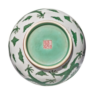 View 5. Thumbnail of Lot 163. A very rare green-enameled 'dragon' bottle vase, Daoguang seal mark and period   清道光 綠彩五龍戲珠紋長頸瓶  《大清道光年製》款.