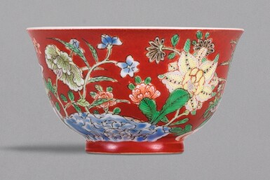 A FINELY PAINTED AND EXTREMELY RARE SMALL CORAL-GROUND ENAMELLED 'FLORAL' CUP, YONGZHENG YUZHI MARK AND PERIOD | 清雍正 珊瑚紅地粉彩九秋同慶圖小盌 《雍正御製》款