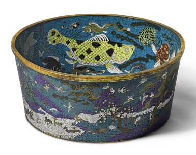 A RARE LARGE CLOISONNE ENAMEL 'FISH' BASIN QING DYNASTY, QIANLONG PERIOD | 清乾隆 掐絲琺瑯鹿鶴魚藻紋大缸