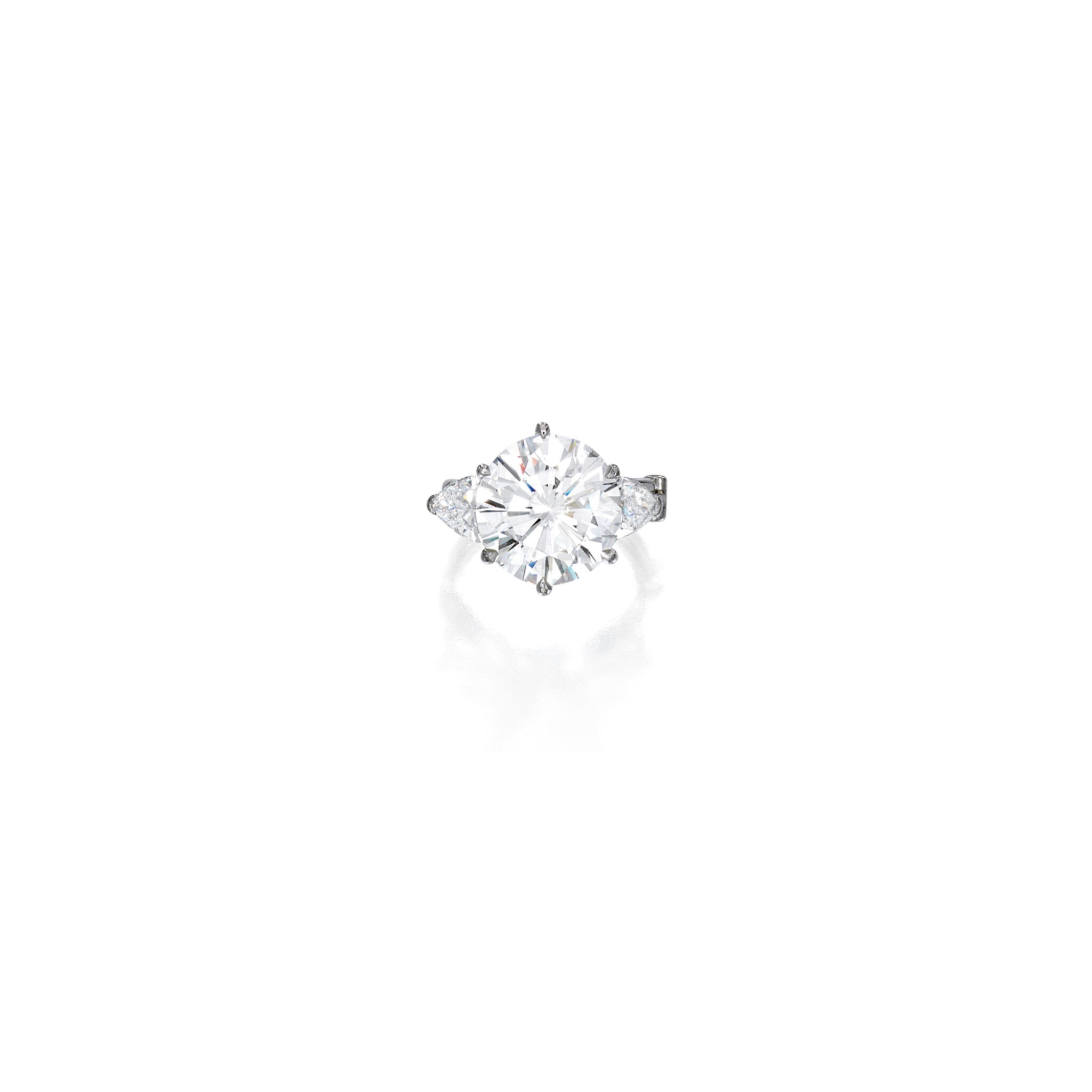 View full screen - View 1 of Lot 521. DIAMOND RING | 鑽石戒指.