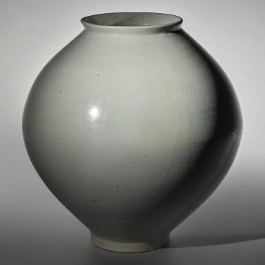 View 5. Thumbnail of Lot 129. A luminous white moon jar, Korea, Joseon dynasty, 18th century | 朝鮮王朝 十八世紀 白釉滿月花罐.