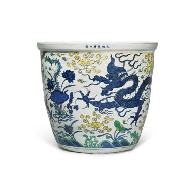 View 1. Thumbnail of Lot 88. A large wucai 'dragon' jardinière, Mark and period of Wanli | 明萬曆 五彩雲龍穿蓮紋大缸 《大明萬曆年製》款.