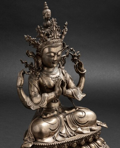 View 5. Thumbnail of Lot 56. Grande figure d'Avalokiteshvara en bronze argenté Circa 1900 | 約1900年 鎏銀銅觀世音菩薩座像 | A silvered-bronze figure of Avalokiteshvara, ca. 1900.
