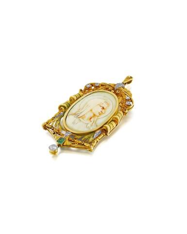 View 3. Thumbnail of Lot 35. Pendentif ivoire, émeraude et diamants   Ivory, emerald and diamond pendant.