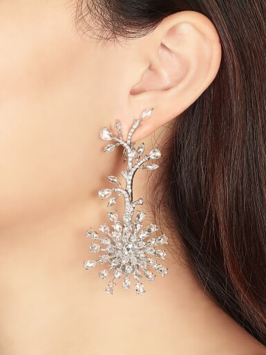 VAK | 'CHRYSANTHEMUMS IN SUMMER' PAIR OF DIAMOND PENDENT EARRINGS |  VAK | 'Chrysanthemums in Summer' 鑽石吊耳環一對