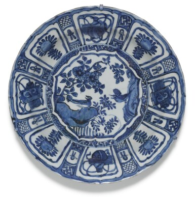View 2. Thumbnail of Lot 7. A SET OF FIVE BLUE AND WHITE DISHES MING DYNASTY, WANLI PERIOD.