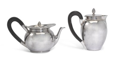A DUTCH SILVER TEAPOT AND COFFEE POT, ELBERTUS VERLEE   AMSTERDAM, 1786 AND 1789