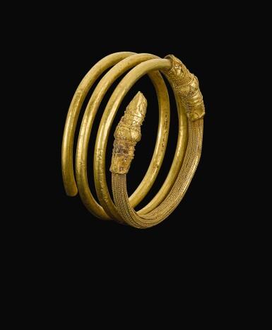 AN ETRUSCAN GOLD HAIR-RING, CIRCA 700-600 B.C.