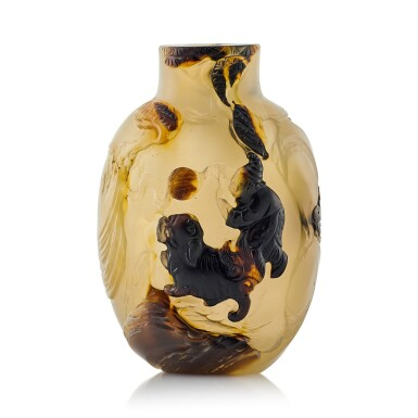 View 1. Thumbnail of Lot 3040. An Agate 'Buddhist Lion and Boy' Snuff Bottle Suzhou, Qing Dynasty, 18th Century | 清十八至十九世紀 蘇作瑪瑙「太獅少獅」鼻煙壺.