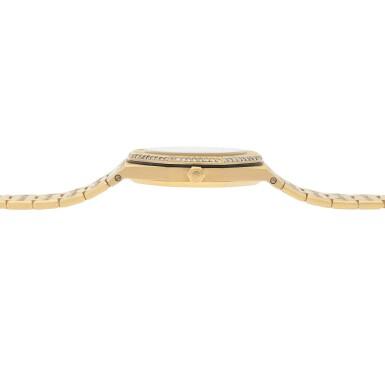View 5. Thumbnail of Lot 519. Royal Oak Yellow gold and diamond-set wristwatch with date and bracelet Circa 1985 | 愛彼 「Royal Oak」黃金鑲鑽石鍊帶腕錶備日期顯示,年份約1985.
