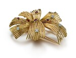 GOLD, RUBY AND DIAMOND BROOCH, CARTIER | K金 配 鑽石 及 紅寶石 別針, 卡地亞(Cartier)