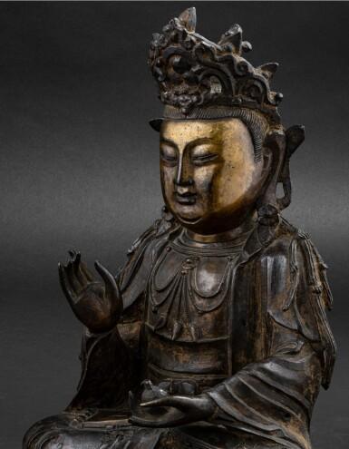View 6. Thumbnail of Lot 37. Figure de Guanyin en bronze partiellement doré Dynastie Ming, XVIE-XVIIE siècle | 明十六至十七世紀 局部鎏金銅觀音菩薩坐像 | A parcel-gilt bronze figure of Guanyin, Ming Dynasty, 16th-17th century.