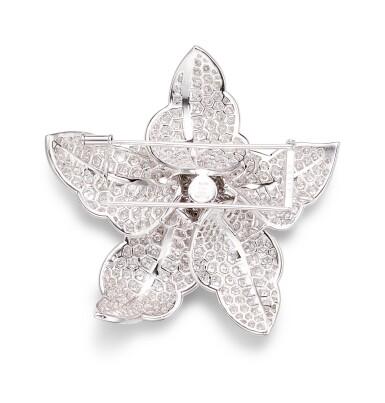 View 2. Thumbnail of Lot 1002. Diamond Brooch | 格拉夫| 鑽石胸針 (鑽石共重約17.90克拉).