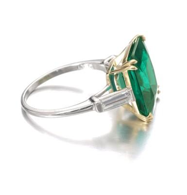 View 2. Thumbnail of Lot 137. Harry Winston   Emerald and diamond ring   海瑞溫斯頓   祖母綠配鑽石戒指.