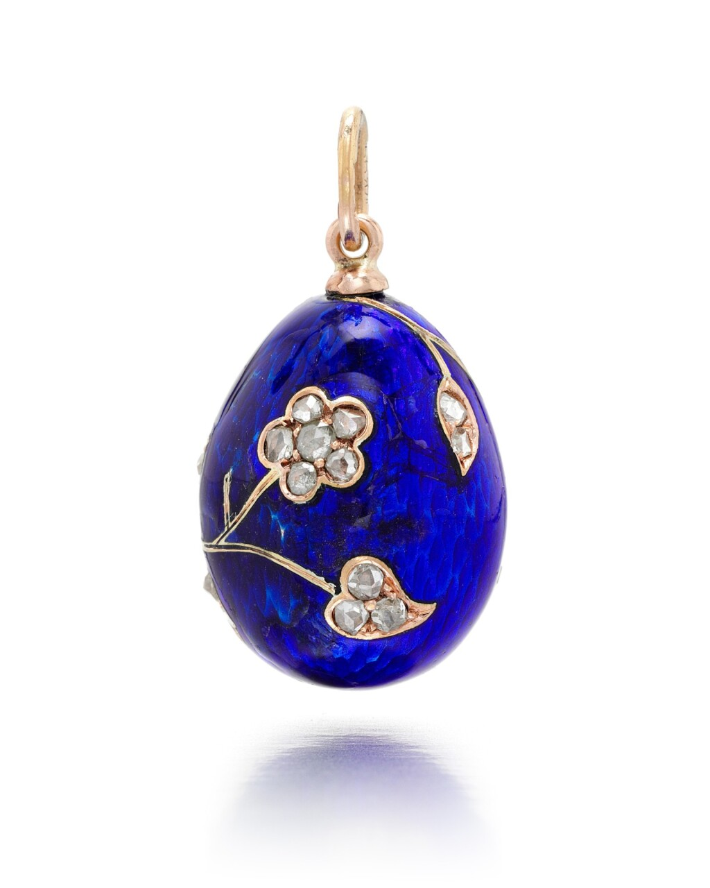 A FABERGÉ JEWELLED GOLD-MOUNTED ENAMEL EGG PENDANT, WORKMASTER AUGUST HOLLMING, ST PETERSBURG, 1899-1903