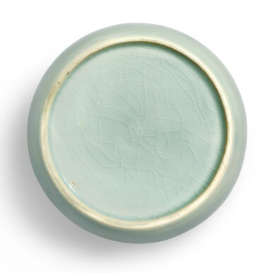 View 3. Thumbnail of Lot 19. AN EXCEPTIONALLY RARE JADEITE-GREEN GLAZEDJAR AND COVER MING DYNASTY, YONGLE PERIOD | 明永樂 翠青釉蓋罐.