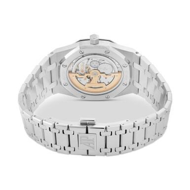 View 2. Thumbnail of Lot 12. Royal Oak, Ref. 15202ST.OO.1240ST.01 Stainless steel wristwatch with date and bracelet Circa 2013   愛彼15202ST.OO.1240ST.01型號「Royal Oak」精鋼鍊帶腕錶備日期顯示,年份約2013.