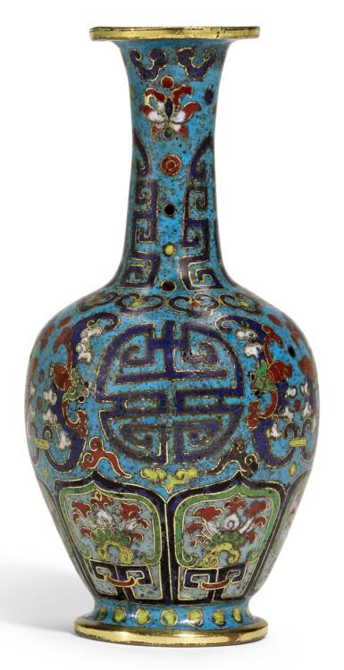 A SMALL CLOISONNE ENAMEL 'BAT AND SHOU' VASE  QING DYNASTY, 18TH CENTURY   清十八世紀 掐絲琺琅團壽紋箸瓶