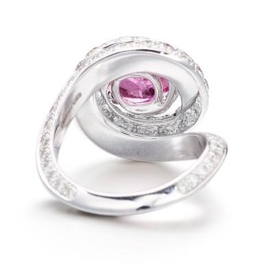 View 3. Thumbnail of Lot 1046. Pink Sapphire and Diamond Ring   格拉夫  3.13克拉 粉紅剛玉 配 鑽石 戒指 (鑽石共重約3.10克拉).