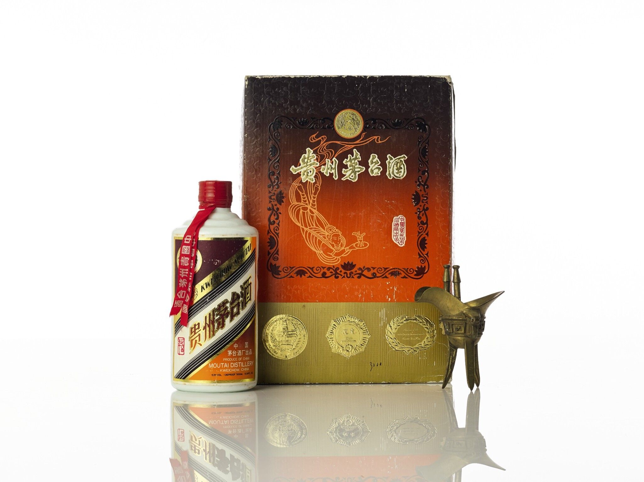 View full screen - View 1 of Lot 5437. 1704 飛天牌珍品貴州茅台酒 Kweichow Flying Fairy Precious Moutai 1704 NV (1 BT50).