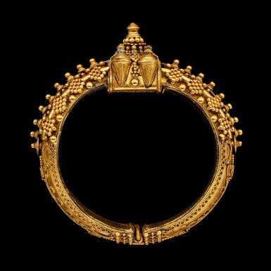 View 3. Thumbnail of Lot 1033. A gold 'pagoda' bracelet South India, 19th century | 十九世紀 南印度 金手鐲一組兩件.