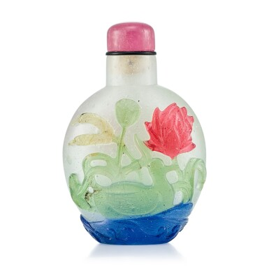 View 1. Thumbnail of Lot 3039. A Four-Colour Overlay Glass 'Mandarin Ducks' Snuff Bottle Qing Dynasty, 18th Century | 清十八世紀 雪霏地套四色彩料荷塘鴛鴦鼻煙壺.