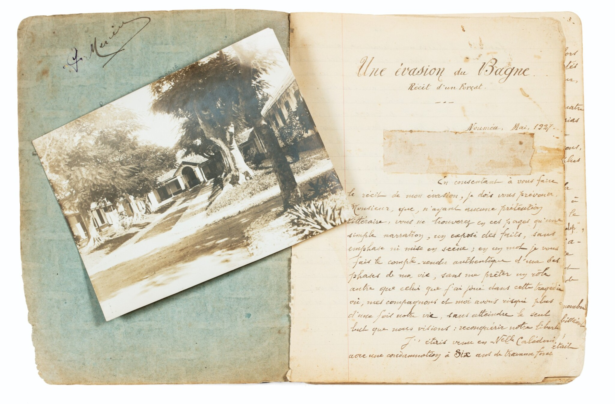 """View full screen - View 1 of Lot 90. [NOUVELLE-CALEDONIE]. Manuscrit autographe """"Une évasion du bagne"""", 1927. Cahier in-8 (étui moderne), 75 p.."""