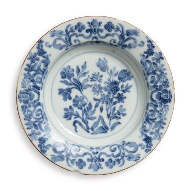 A DOCCIA BLUE AND WHITE SOUP PLATE CIRCA 1740
