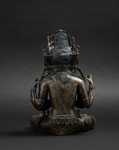 View 3. Thumbnail of Lot 30. Statue de Shadakshari Avalokiteshvara en alliage de cuivre partiellement doré Tibet, XIIIE-XIVE siècle | 西藏 十三至十四世紀 局部鎏金銅合金四臂觀音菩薩坐像 | A parcel-gilt copper-alloy figure of Shadakshari Avalokiteshvara, Tibet, 13th-14th century.