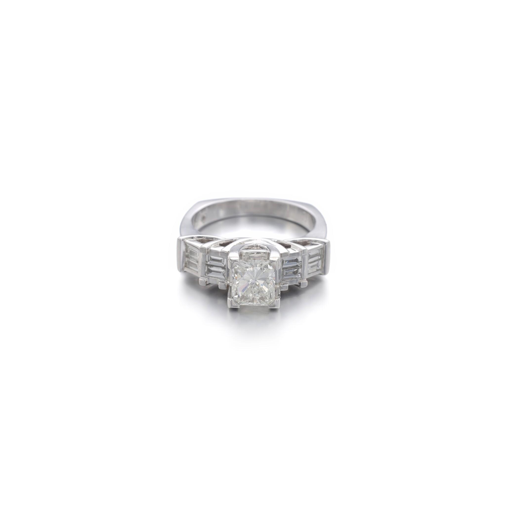 View full screen - View 1 of Lot 1168. Diamond ring.