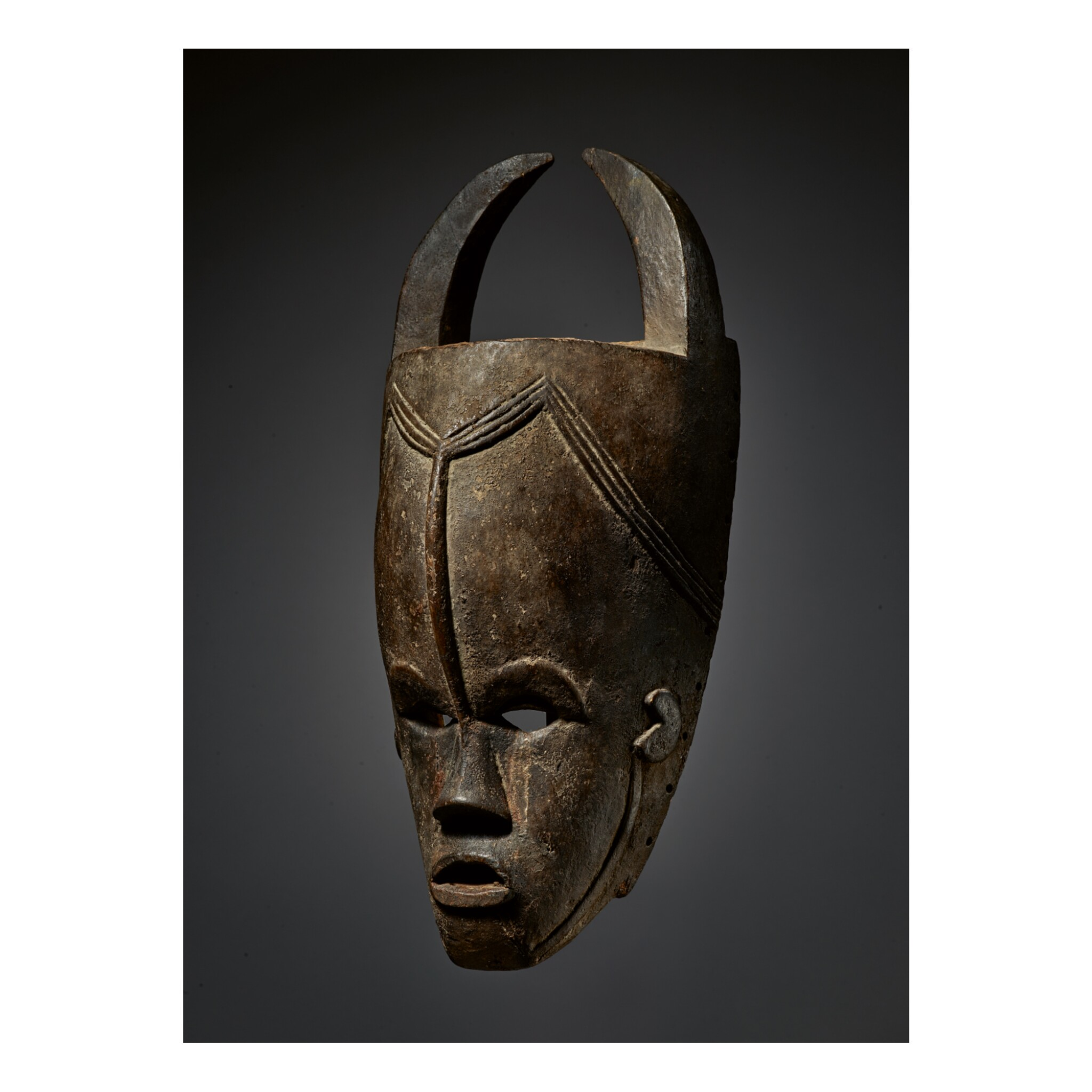 View full screen - View 1 of Lot 204. BETE-GURO MASK BY THE MASTER OF GONATE, CÔTE D'IVOIRE.
