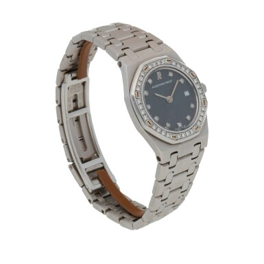 View 3. Thumbnail of Lot 506. Royal Oak White gold and diamond-set wristwatch with date and bracelet Circa 1995 | 愛彼 「Royal Oak」白金鑲鑽石鍊帶腕錶備日期顯示,年份約1995.