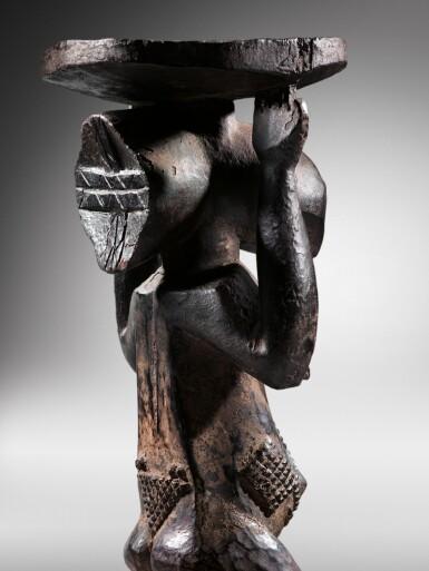 View 3. Thumbnail of Lot 50. Siège caryatide, Hemba / Luba, République Démocratique du Congo | Caryatid stool, Hemba / Luba, Democratic Republic of the Congo.