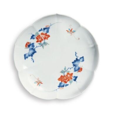 JAPANESE KAKIEMON DISH EDO PERIOD, LATE 17TH CENTURY | 柿右衛門 色絵皿、江戸時代、17世紀後期