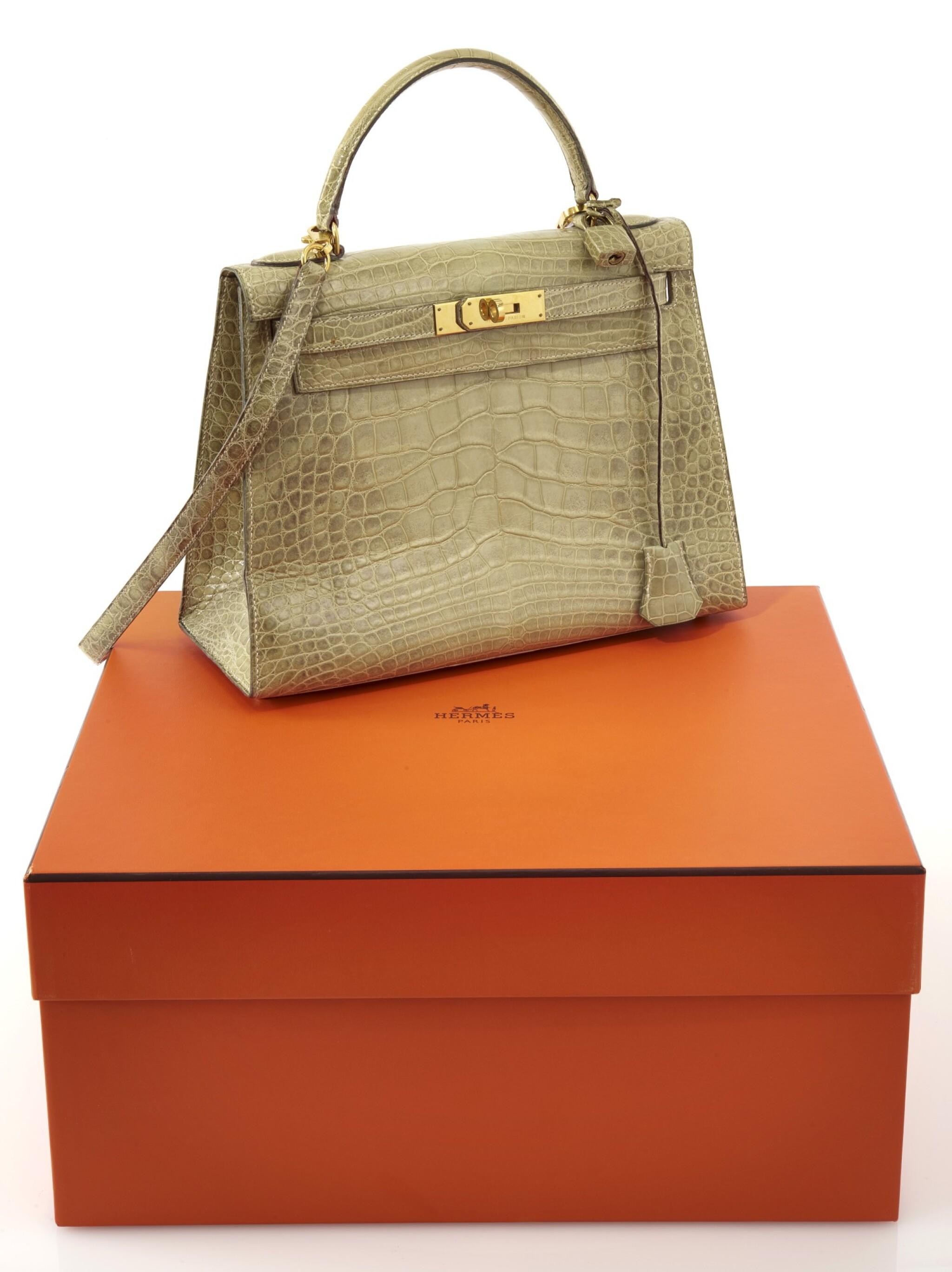 Light green alligator and gold plated hardware handbag, Kelly 29 , Hermès, 1994