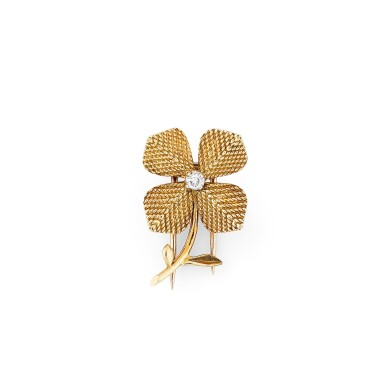 View 2. Thumbnail of Lot 116. Clip or et diamant | Gold and diamond clip.