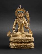 Grande statue en cuivre doré repoussé de Tara Blanche Tibet, XIXE siècle   西藏 十九世紀 鎏金銅白度母坐像連袍   A large gilt copper repoussé statue of White Tara, Tibet, 19th century